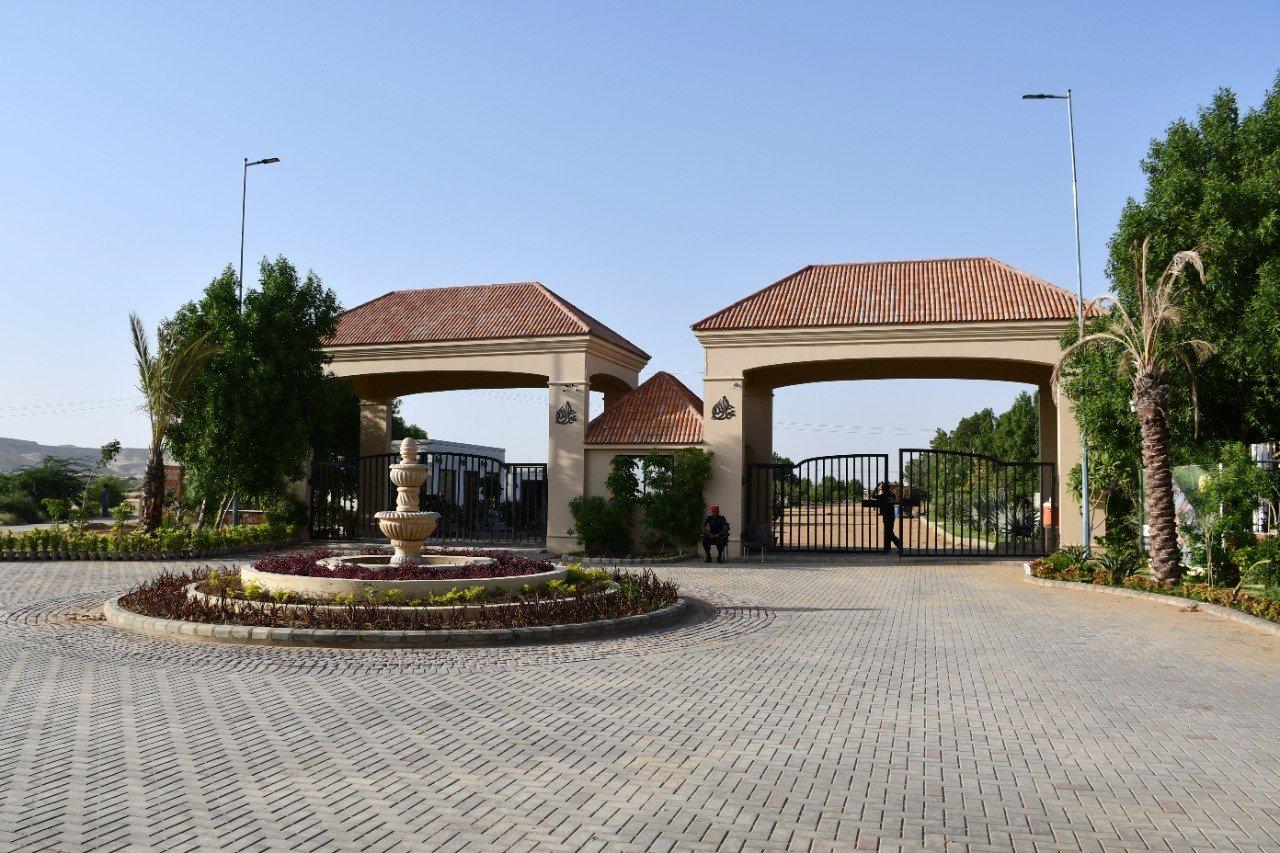 Main entrance gate - The Gardens Residences
